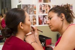 Expert Teaching The Basic Makeup Techniques | Bodycraft