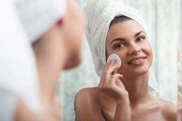 Lady Removing Makeup   Bodycraft